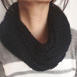Uniqlo black knit snood infinity circle scarf